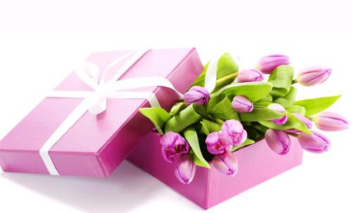 С восьмым марта Открытки. 8 марта! Необыкновенные тюльпаны в коробке! смайлик гиф анимация