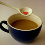 <b>Кофе</b> с молоком и ложка с сердечком гифка анимация