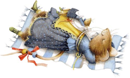 Большая мышь спит на половичке. Занятная <b>зверюшка</b> одета к... гифка анимация
