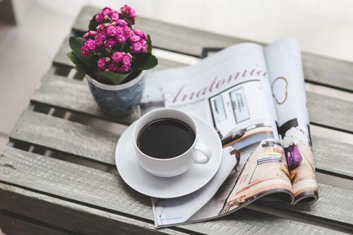 17 апреля. Международный день <b>кофе</b>. Чашечка <b>кофе</b> рядом с ... гифка анимация