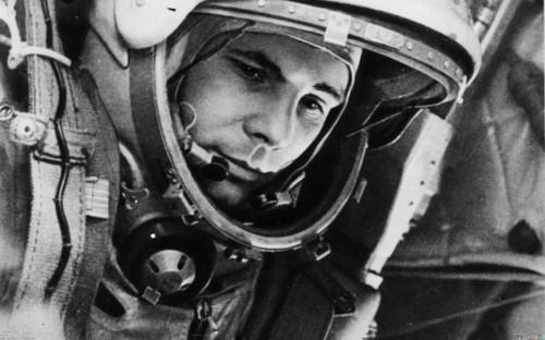 <b>Юрий</b> Гагарин - первый космонавт гифка анимация
