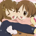 <b>Сестрички</b> юи и уи хирасава из аниме k-on! зимой обнимаются гифка анимация