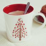 <b>Кофе</b> с молоком в новогодней кружке и тарелка с печеньем гифка анимация
