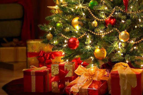 <b>Подарки</b> <b>под</b> новогодней <b>елью</b> гифка анимация