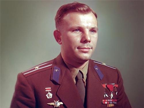 <b>Юрий</b> Гагарин. Открытка. С днем космических войск России гифка анимация